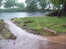 Starkregen bei Arbeitseuinsatz am Mötzlicher Teich